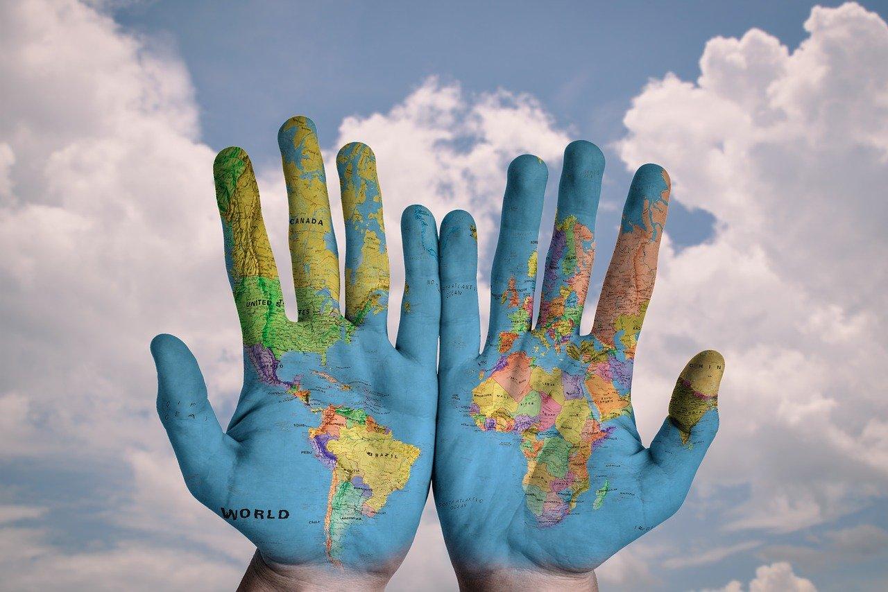 Lokalizácia a globalizácia ako nadstavba prekladu